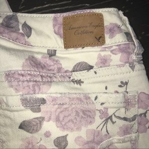 American Eagle Outfitters Jeans - 🔥AMERICAN EAGLE Jeans with flower Fabric!